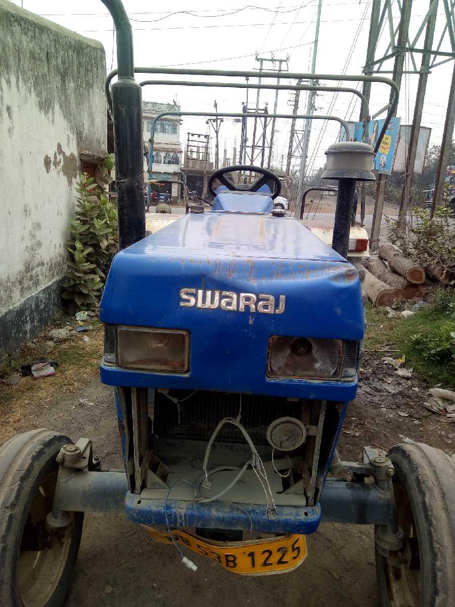SWARAJ 735 XM