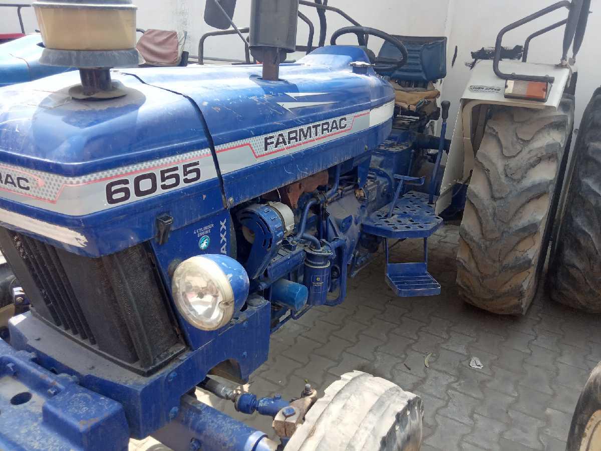 ESCORTS 6055 FT